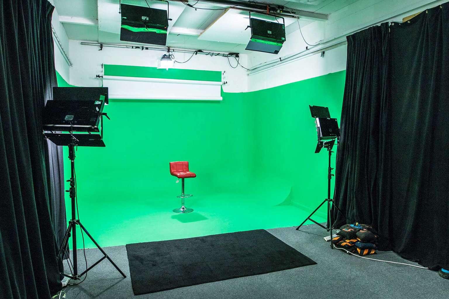studio_2_banner_bg