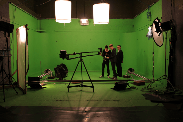 Choosing the Right Kit for Green Screen (A Beginners Guide)